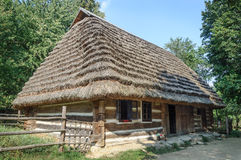 老乌克兰木房子 免版税库存照片