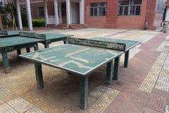 老乒乓球球桌 免版税图库摄影
