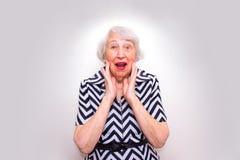 老人使妇女惊奇 免版税库存图片