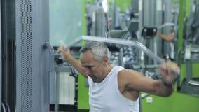 老人参与模拟器健身房 股票视频