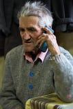 老人发表演讲关于手机 免版税库存照片