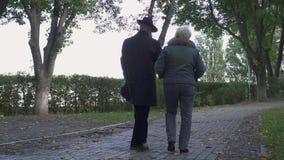 老人和妇女步行在公园 影视素材