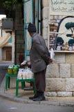 老人在典型的黎巴嫩村庄 图库摄影