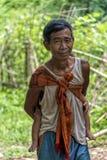 老人在老挝的密林 库存图片
