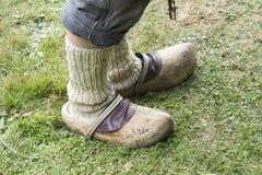 老人的脚,白色袜子的 免版税库存图片