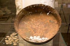 老从挖掘的硬币考古发现 免版税库存图片