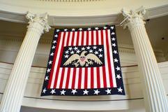 老伊利诺伊状态国会大厦美国国旗 免版税库存照片