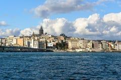 老伊斯坦布尔看法和加拉塔耸立,伊斯坦布尔,土耳其 免版税库存照片