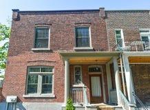 老传统套楼公寓在蒙特利尔 库存照片