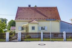 老传统家庭房子 免版税库存照片