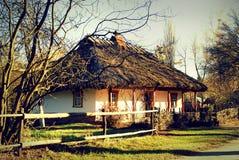老传统小屋,乌克兰,艺术性的图象 免版税图库摄影