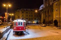老传统电车在市利沃夫州在冬天 库存图片