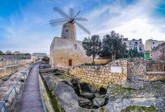 老传统风车在马耳他 现在一重要旅游attr 库存图片