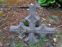 老伪造的十字架和犹太标志 免版税图库摄影