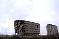 老住房混凝土建筑发行的爆破  库存照片
