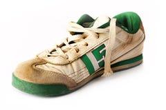 老体育运动鞋子 免版税图库摄影