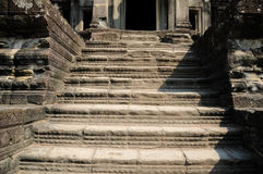 老佛教徒建筑学在吴哥考古学公园 柬埔寨-暹粒的纪念碑 普遍的电影风景 免版税库存照片