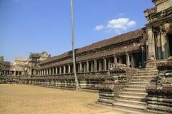 老佛教徒建筑学在吴哥考古学公园 柬埔寨-暹粒的纪念碑 普遍的电影风景 图库摄影