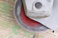 老使用的多灰尘的研磨机 库存照片