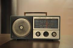 老使用的晶体管收音机 图库摄影