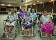 老使用的轮椅为生活,新的梦想 免版税图库摄影