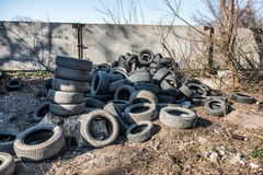 老使用的轮胎转储 图库摄影
