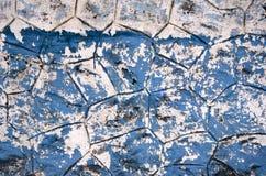 老使用的破裂的蓝色绘画亚洲墙壁背景 库存图片