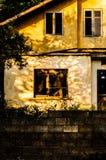 老使荒凉的议院在Tesvikiye村庄乡下-土耳其 免版税图库摄影