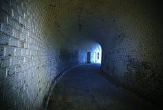 老使荒凉的隧道。 库存照片
