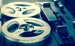 老便携式的卷轴管磁带记录器 免版税图库摄影