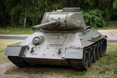 老俄国坦克在一个室外博物馆 武装的军事力量 库存照片