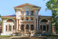 老俄国贵族庄园住宅 免版税库存图片