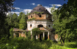 老信念的废墟在俄罗斯 免版税库存照片