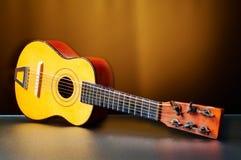 老儿童吉他 免版税库存图片