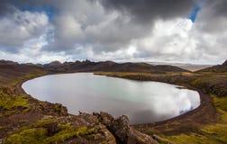 老充满水的火山口 库存图片