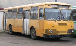 老公共汽车 免版税库存图片