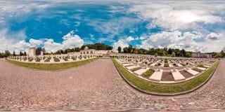 老公墓在夏天 有绿色树坟茔的坟园在有草的森林里 3D有观看a的360度的球状全景 免版税图库摄影