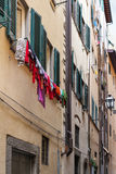 老公寓在佛罗伦萨的历史的中心 免版税库存照片