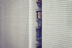 老公寓铺磁砖了墙壁,都市背景 库存图片