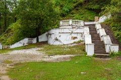 老具体台阶在Arshan 俄国 库存照片