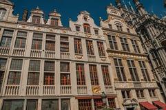 老典型的大厦门面在布鲁塞尔布鲁塞尔大广场  免版税图库摄影