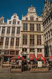 老典型的大厦门面在布鲁塞尔布鲁塞尔大广场  库存照片