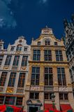 老典型的大厦门面在布鲁塞尔 免版税库存图片