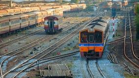 老内燃机车和火车在曼谷,泰国 库存图片