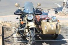 老军用摩托车 免版税库存照片