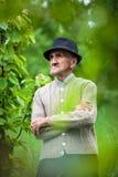老农夫在他的果树园 库存照片