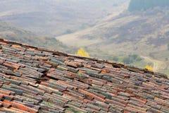 老农村屋顶在一个雨天 库存图片