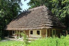 老农村房子在喀尔巴阡山脉的地区 免版税库存照片