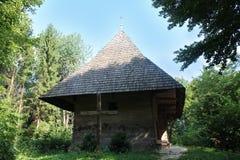 老农村房子在喀尔巴阡山脉的地区 库存图片