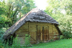 老农村房子在喀尔巴阡山脉的地区 免版税图库摄影